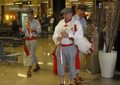 Rahvamuusikud lennujaamas